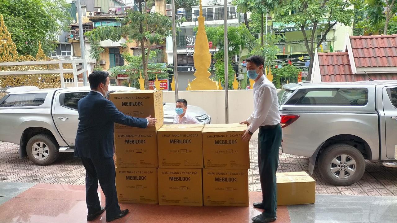 Khẩu trang y tế kháng khuẩn Mebilook của Tập đoàn Aikya Pharma được vận chuyển đến Đại sứ quán Lào tại Hà Nội.