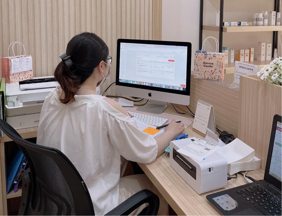 Chị Quỳnh Anh thường cập nhật và tham gia các chương trình hỗ trợ nhà bán hàng của Shopee. Ảnh nhân vật cung cấp.
