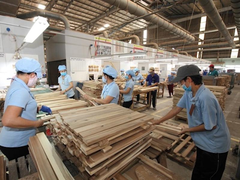 Sản xuất gỗ tại một doanh nghiệp ở Bình Dương. Ảnh: HAWA