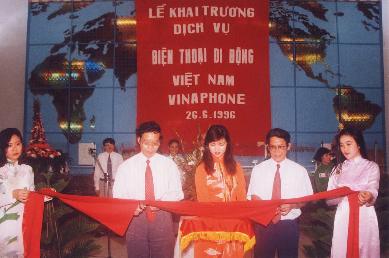 Lễ khai trương dịch vụ di động Việt Nam VinaPhone ngày 26/6/1996. Ảnh: VinaPhone