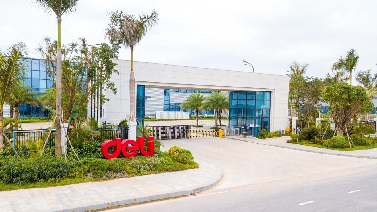 Lĩnh vực sản xuất của DELI Việt Nam từ đồ dùng cho học sinh và văn phòng phẩm, phát triển mở rộng đến thiết bị văn phòng, thiết bị in, thiết bị tài chính, thiết bị giám sát an ninh và hệ thống hội nghị trực tuyến.