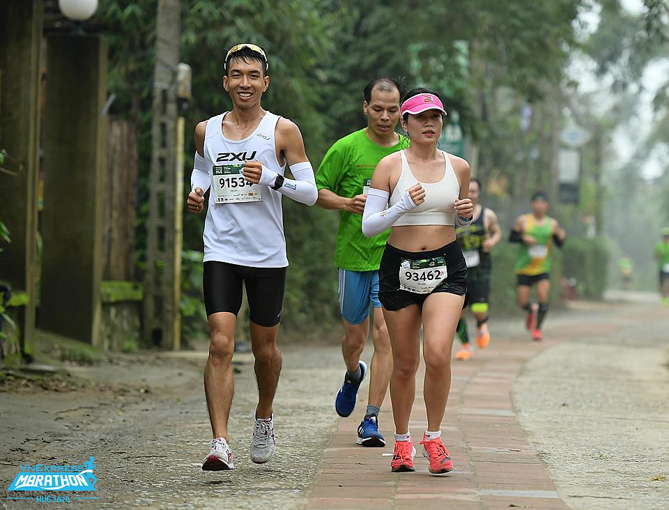 Runner trên đường chạy VnExpress Marathon Huế 2020. Ảnh: VnExpress Marathon.