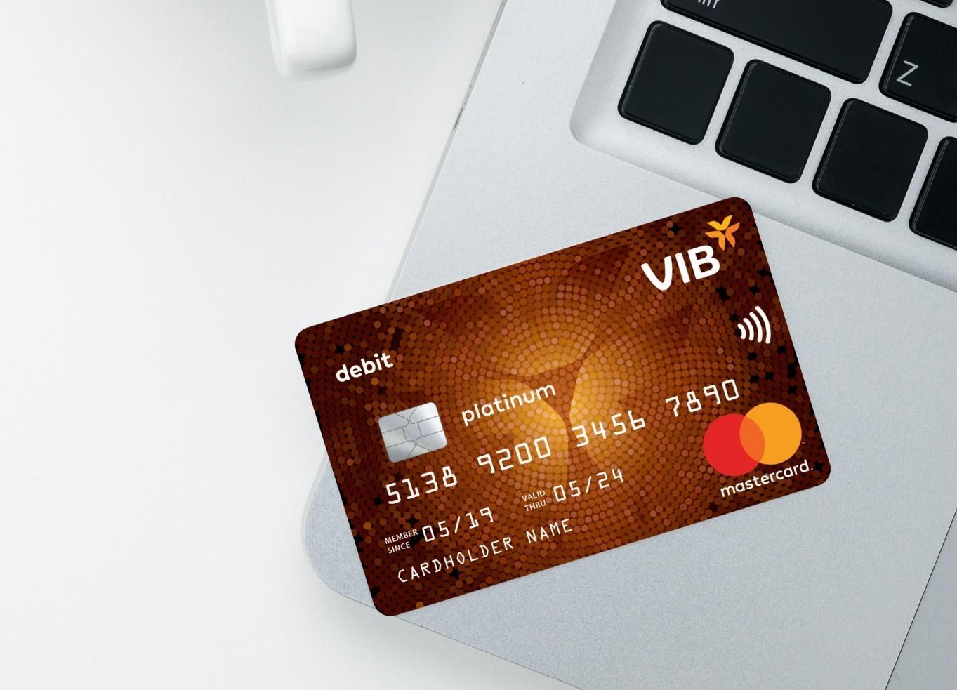 Thẻ thanh toán quốc tế VIB Platinum hoàn tiền 2% các giao dịch trực tuyến. Ảnh: VIB.