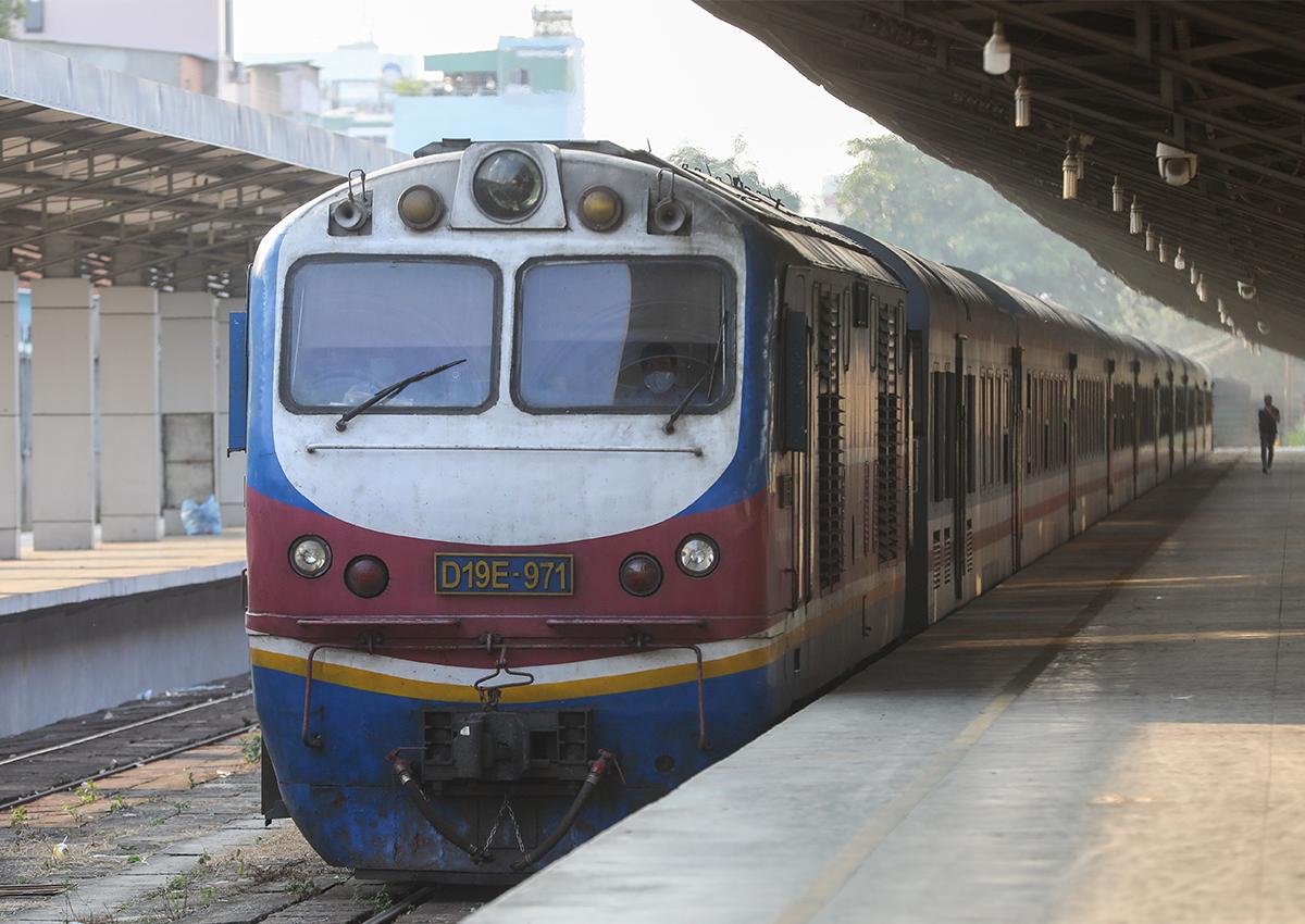 Tàu khách ở ga Sài Gòn. Ảnh: Quỳnh Trần