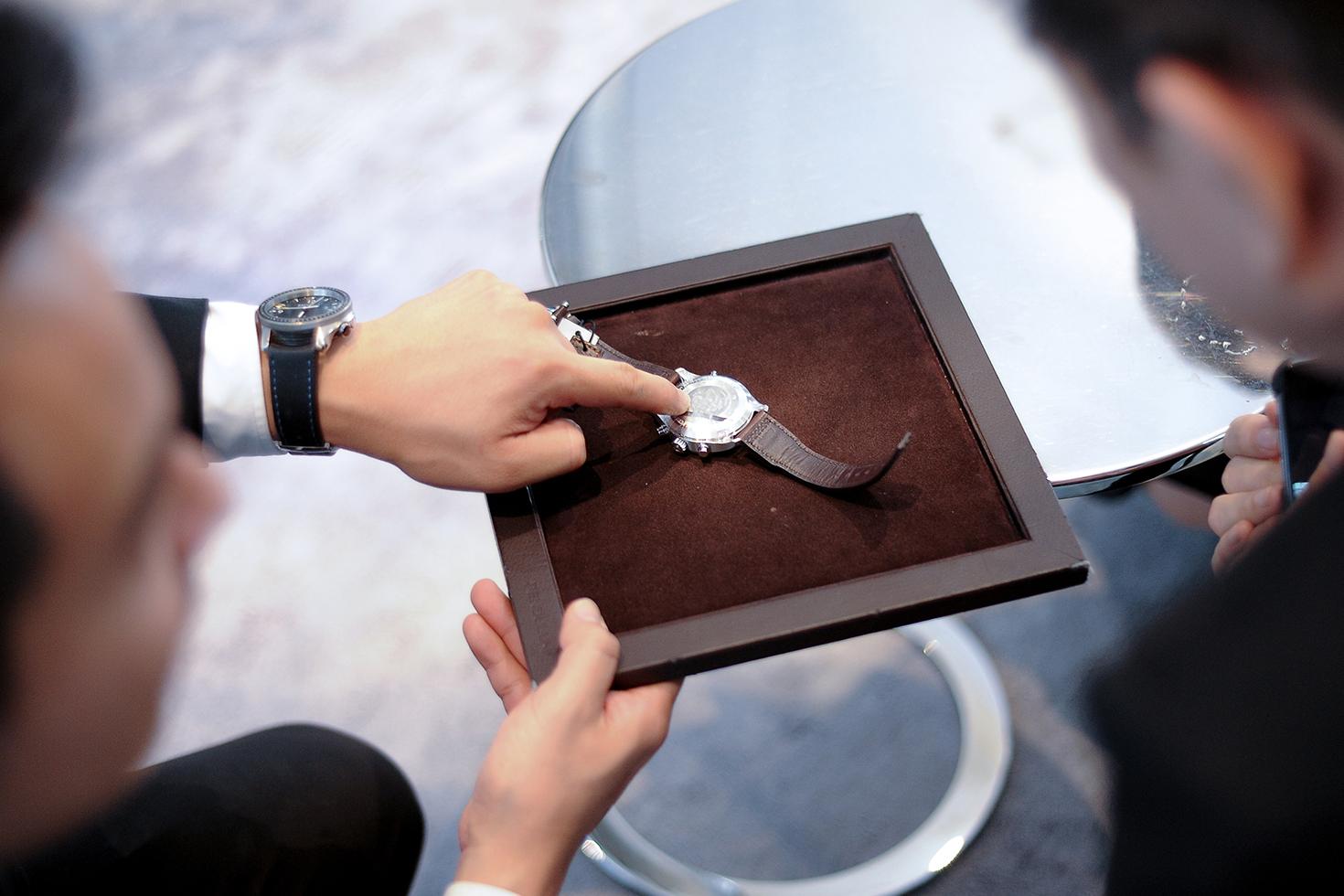 Đội ngũ nhân viên của Luxury Shopping am hiểu về đồng hồ, tận tâm và chuyên nghiệp.