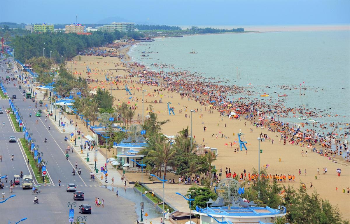 Sầm Sơn – điểm đến thu hút khách du lịch. Ảnh: cần nguồn
