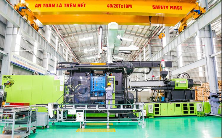 Máy ép nhựa 3.200 tấn trong nhà máy Thaco Auto.