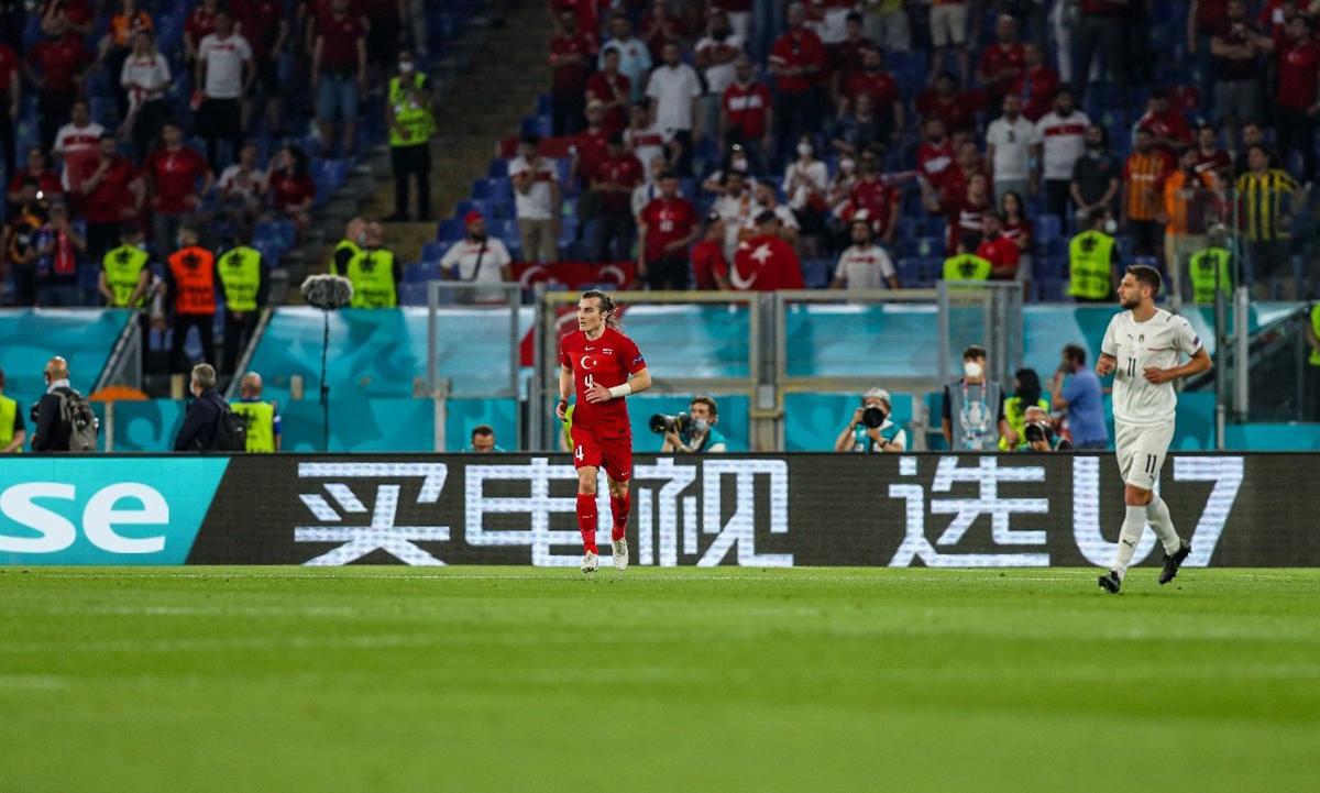 Quảng cáo của nhà sản xuất đồ điện tử Hisense xuất hiện trong trận khai mạc Euro 2021. Ảnh: Hisense