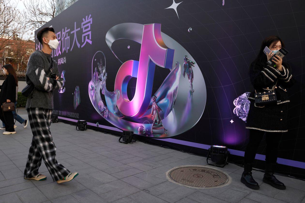 Một logo quảng cáo ứng dụng Douyin tại Trung Quốc. Ảnh: AP.