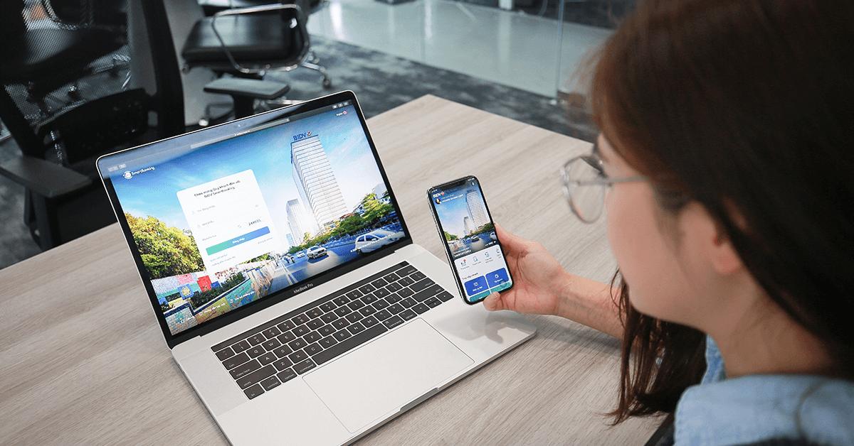 Các ứng dụng ngân hàng tiện lợi như BIDV SmartBanking cho phép đăng nhập thống nhất trên mọi thiết bị (Mobile, Laptop, PC, Apple Watch....).