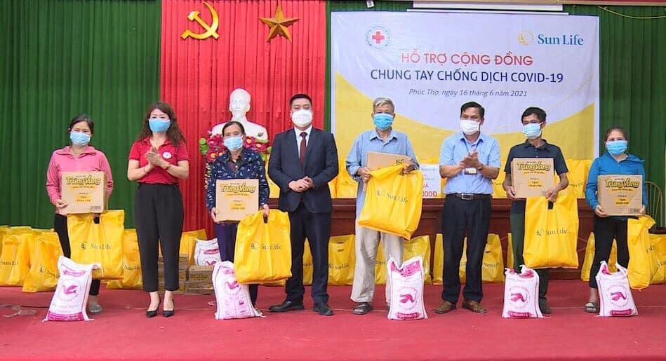 Từ năm 2020 đến nay, Sun Life Việt Nam không ngừng quyên góp để ủng hộ, hỗ trợ người dân các tỉnh, thành cũng như Chính Phủ phòng, chống dịch Covid-19.