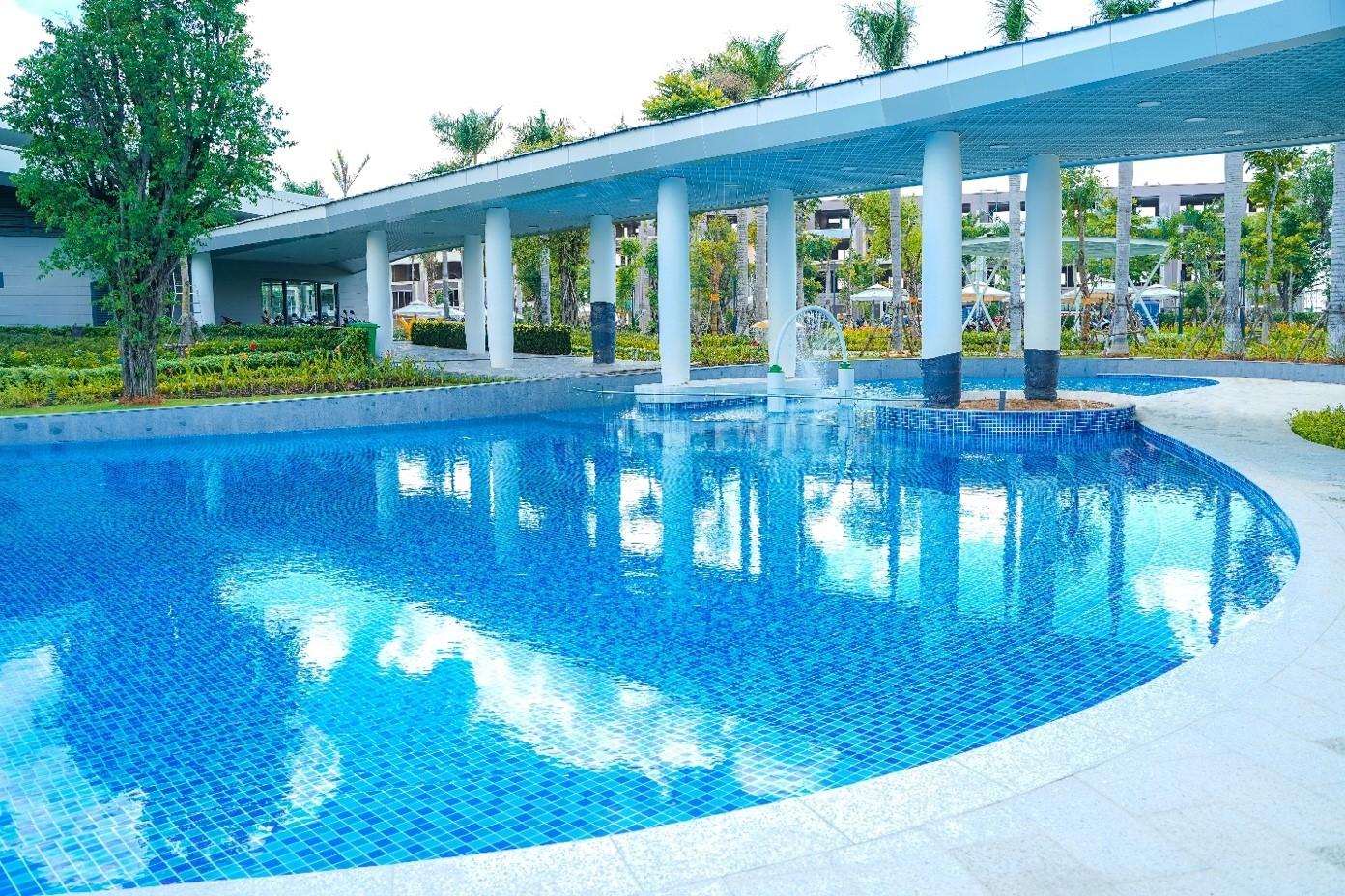 Hồ bơi tại công viên rộng 3 ha Gem Sky Park đã hoàn thiện và chuẩn bị đưa vào sử dụng. Ảnh: Tập đoàn Đất Xanh.