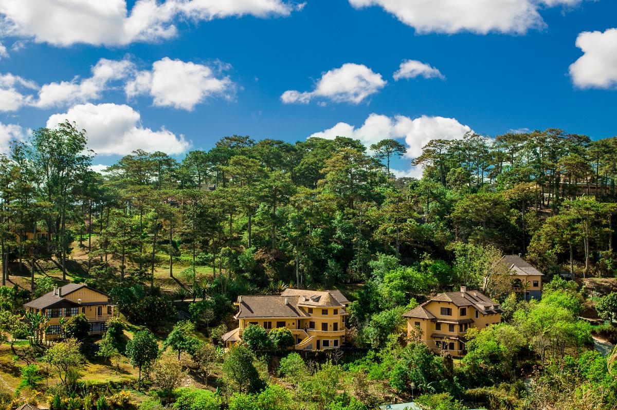 Ana Mandara Villas Dalat Resort & Spa với 23 cụm biệt thự được xây dựng từ thế kỷ 19.