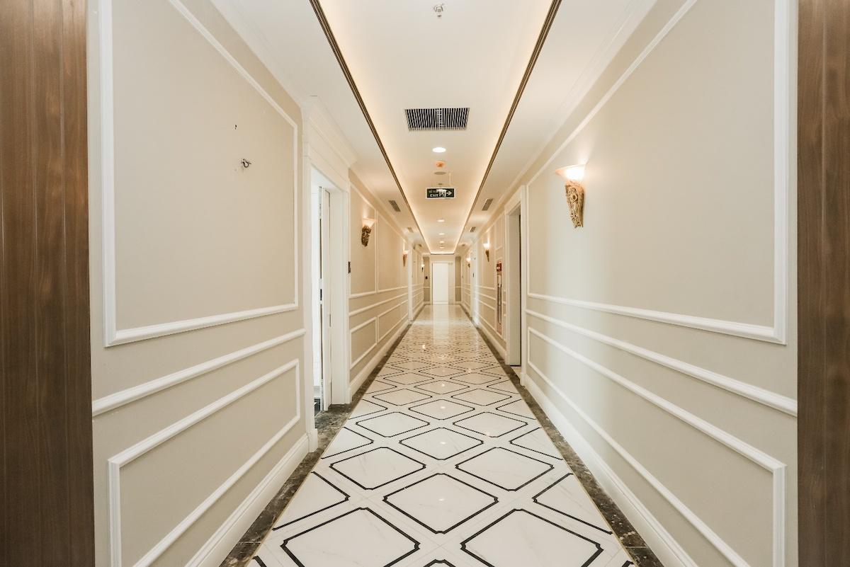Chủ đầu tư thiết kế hành lang theo phong cách tân cổ điển châu Âu