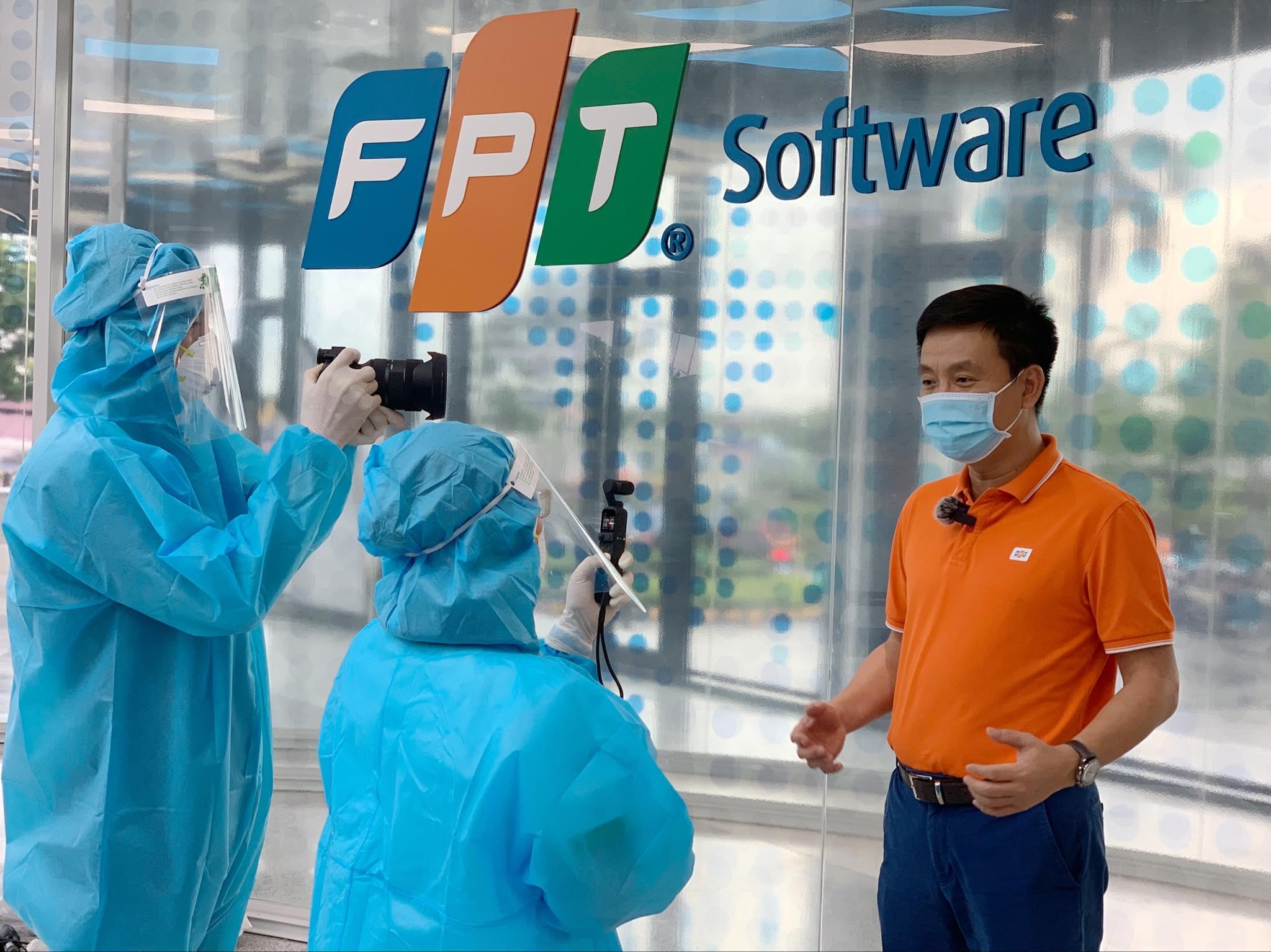 Ông Phạm Minh Tuấn (áo cam) - Tổng giám đốc FPT Software.
