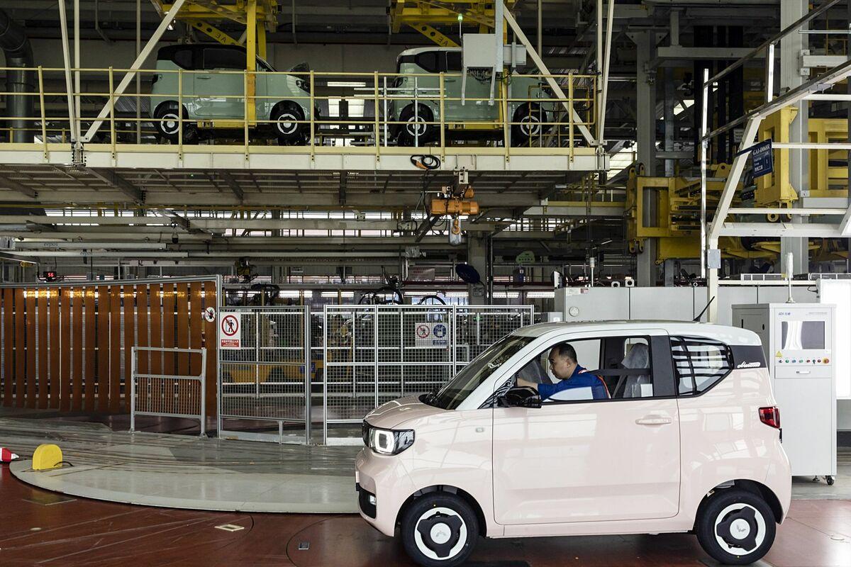 Bên trong nhà máy  SAIC-GM-Wuling. Ảnh: Bloomberg