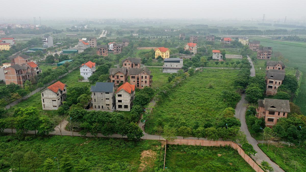 Một dự án bỏ hoang ở Mê Linh. Ảnh: Giang Huy.