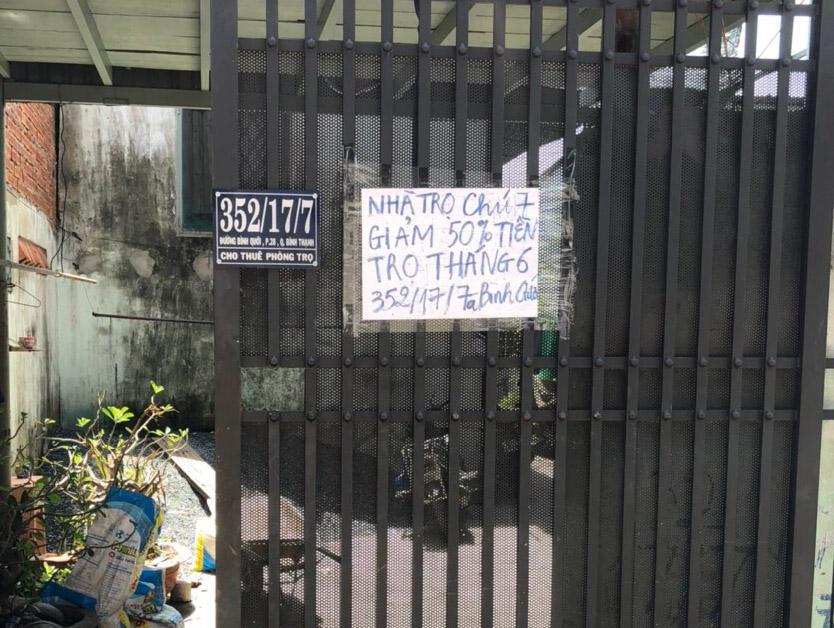 Nhà trọ giảm 50% giá thuê trong tháng 6 cho khách thuê. Ảnh: Nguyễn Văn Nơi.