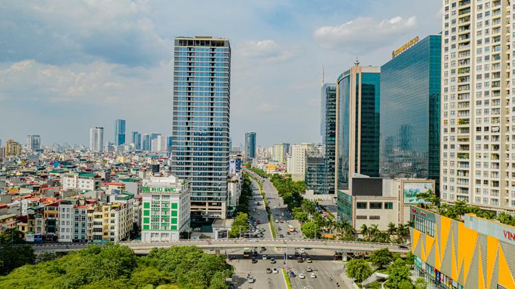 Một dự án hạng sang đang mở bán trên đường Trần Duy Hưng, Hà Nội. Ảnh: The Sumit 216.