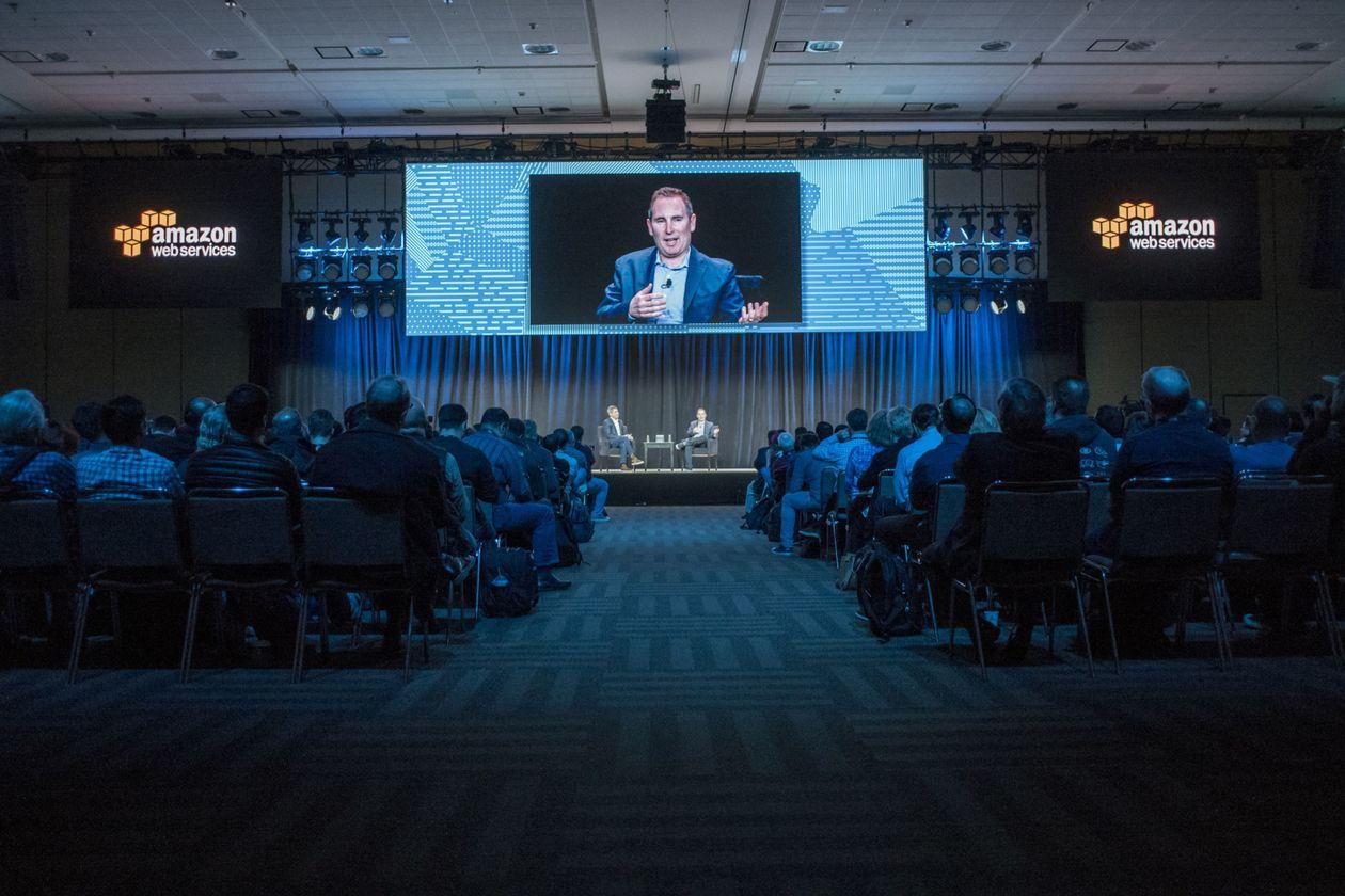 Andy Jassy chia sẻ tại Hội nghị thượng đỉnh của Amazon Web Services năm 2017 tại San Francisco. Ảnh: Bloomberg.