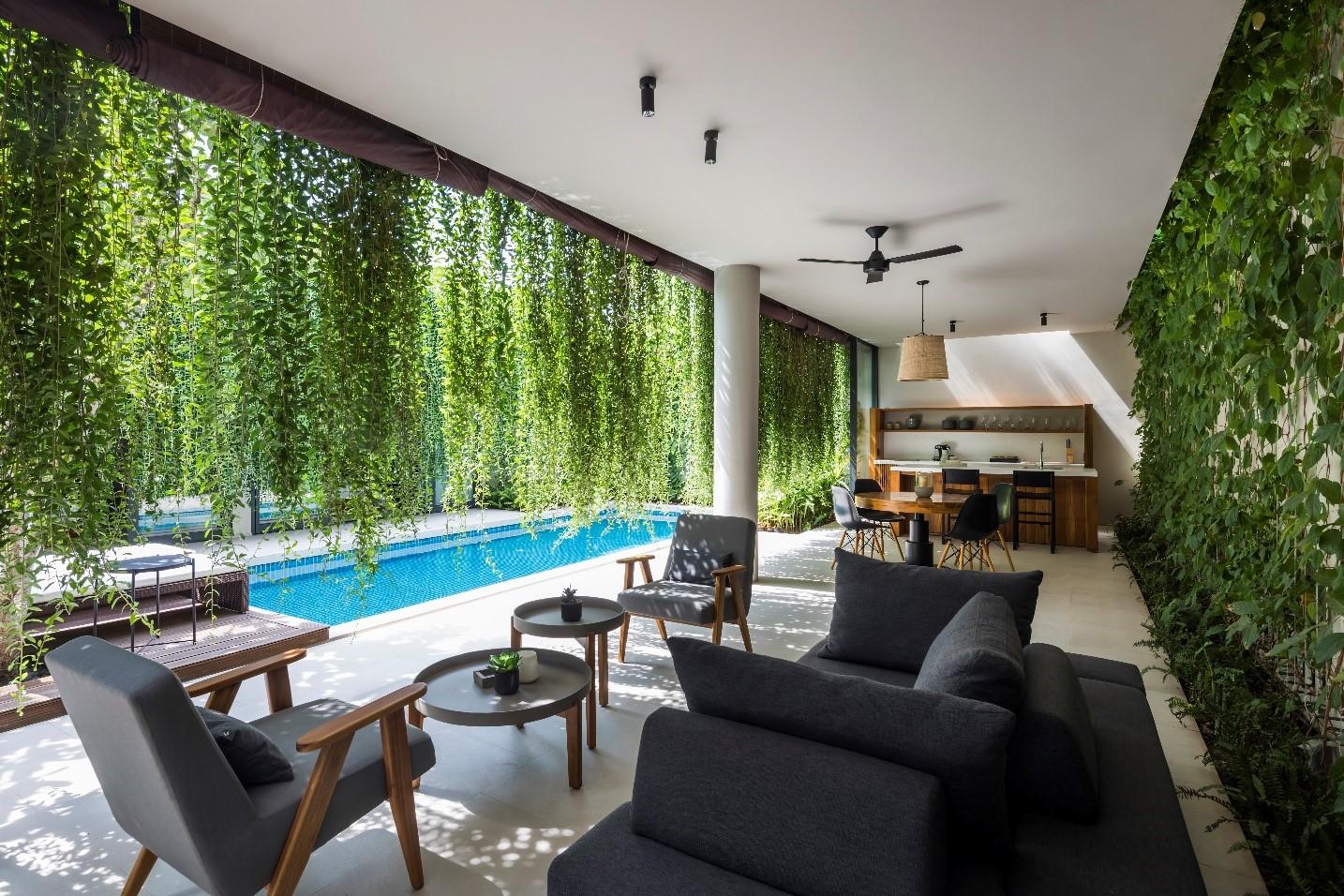 Những bức rèm xanh mang đến cảm giác thoải mái, dễ chịu, bình yên và tạo sự riêng tư cho chủ nhân hay du khách. Ảnh: Nam Group.