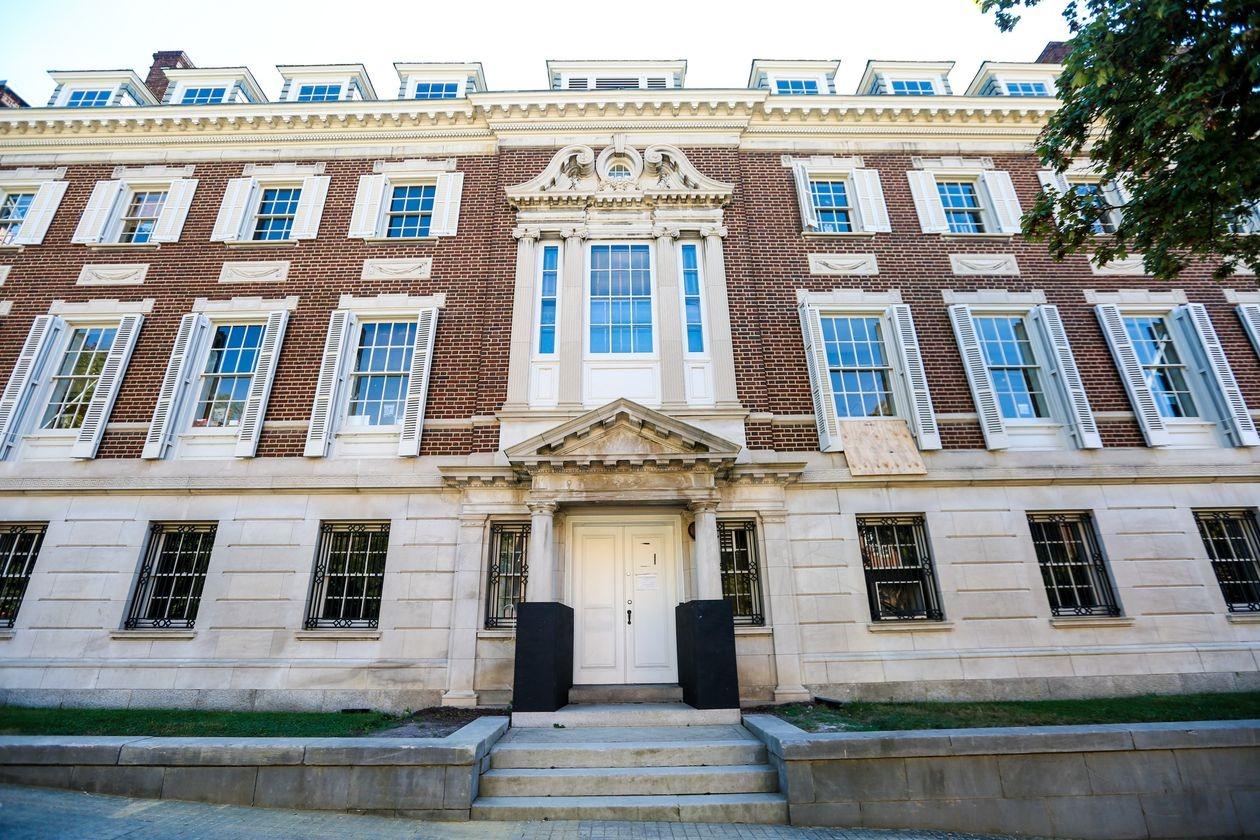Tòa nhà Textile Museum do Bezos sở hữu ở Washington DC. Ảnh: WSJ.