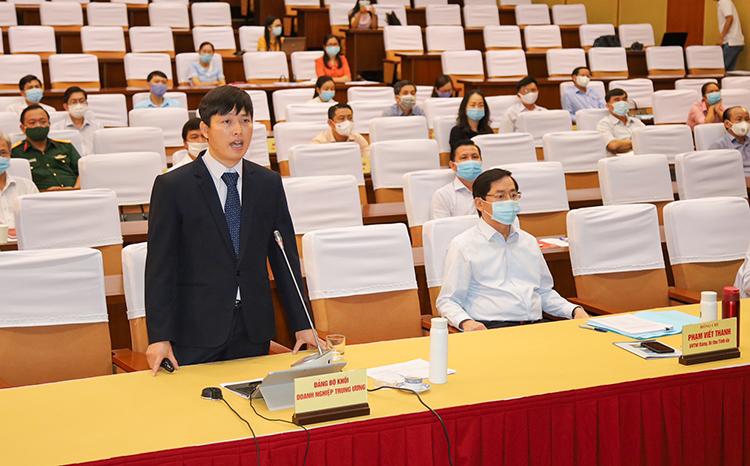 Đồng chí Nguyễn Thanh Tĩnh, Trưởng giàn Cụm mỏ Hải Thạch-Mộc Tinh, Công ty Điều hành Dầu khí Biển Đông phát biểu tham luận tại Hội nghị