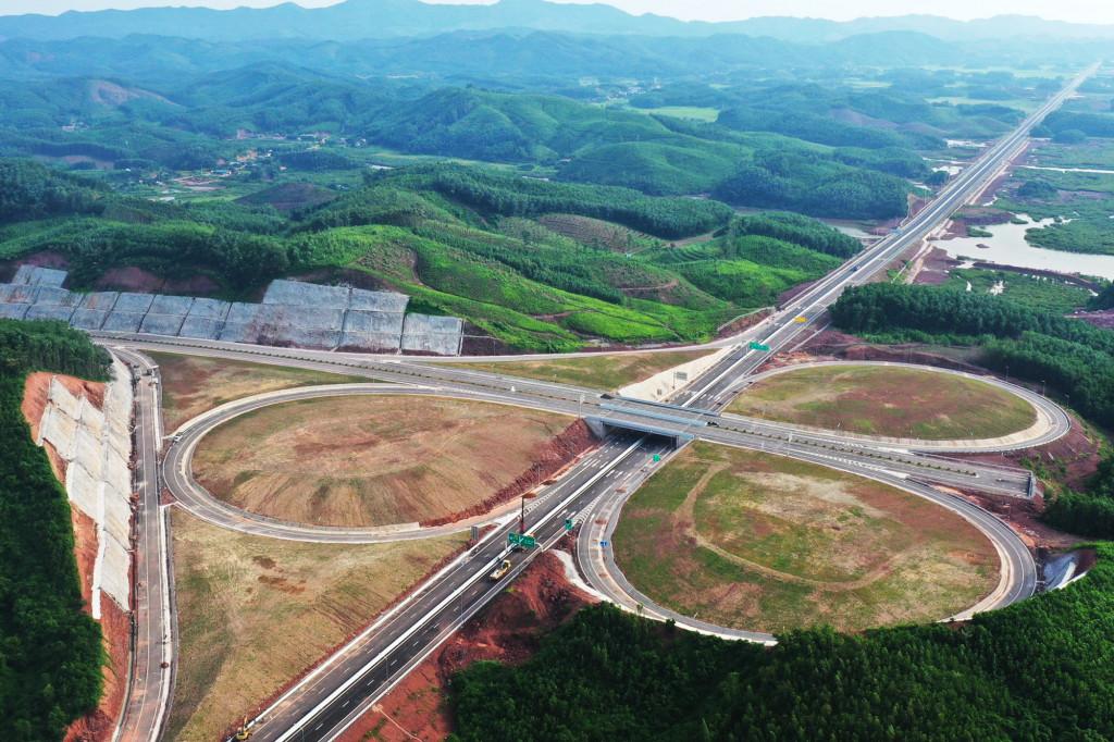 Đường nối sân bay Vân Đồn với Khu phức hợp nghỉ dưỡng cao cấp. Ảnh: Báo Quảng Ninh.