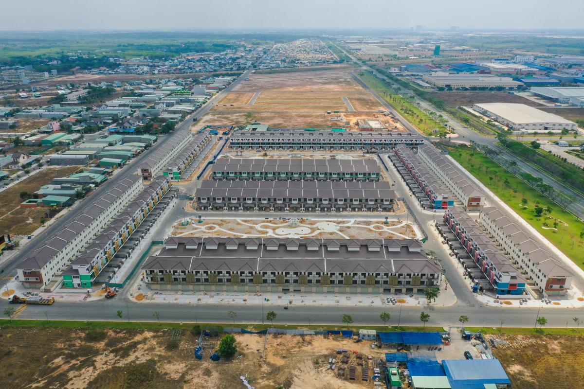 Một dự án nhà phố tại huyện Tân Uyên, Bình Dương tháng 3/2021. Ảnh: Quỳnh Trần.