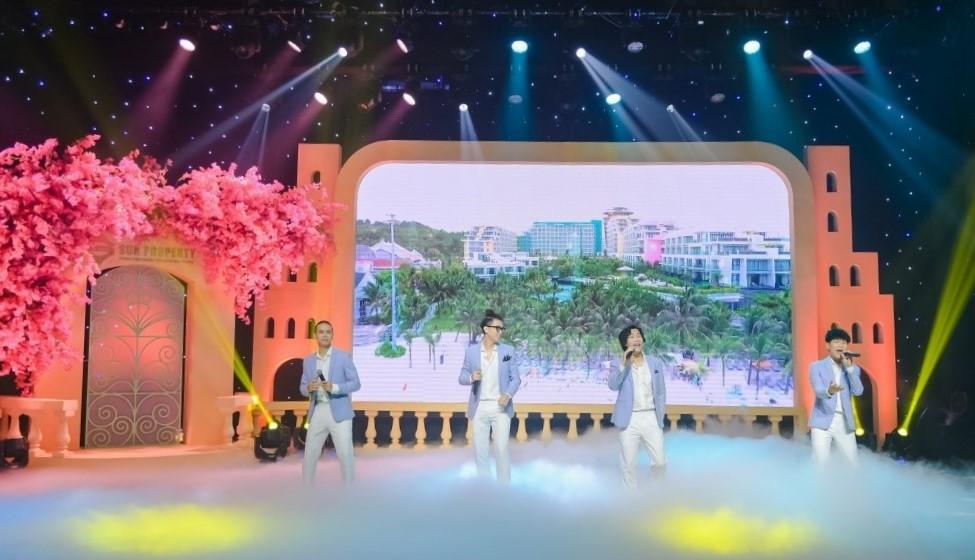 Ban nhạc Oplus biểu diễn trong sự kiện trực tuyến của Sun Group Ảnh: Sun Group