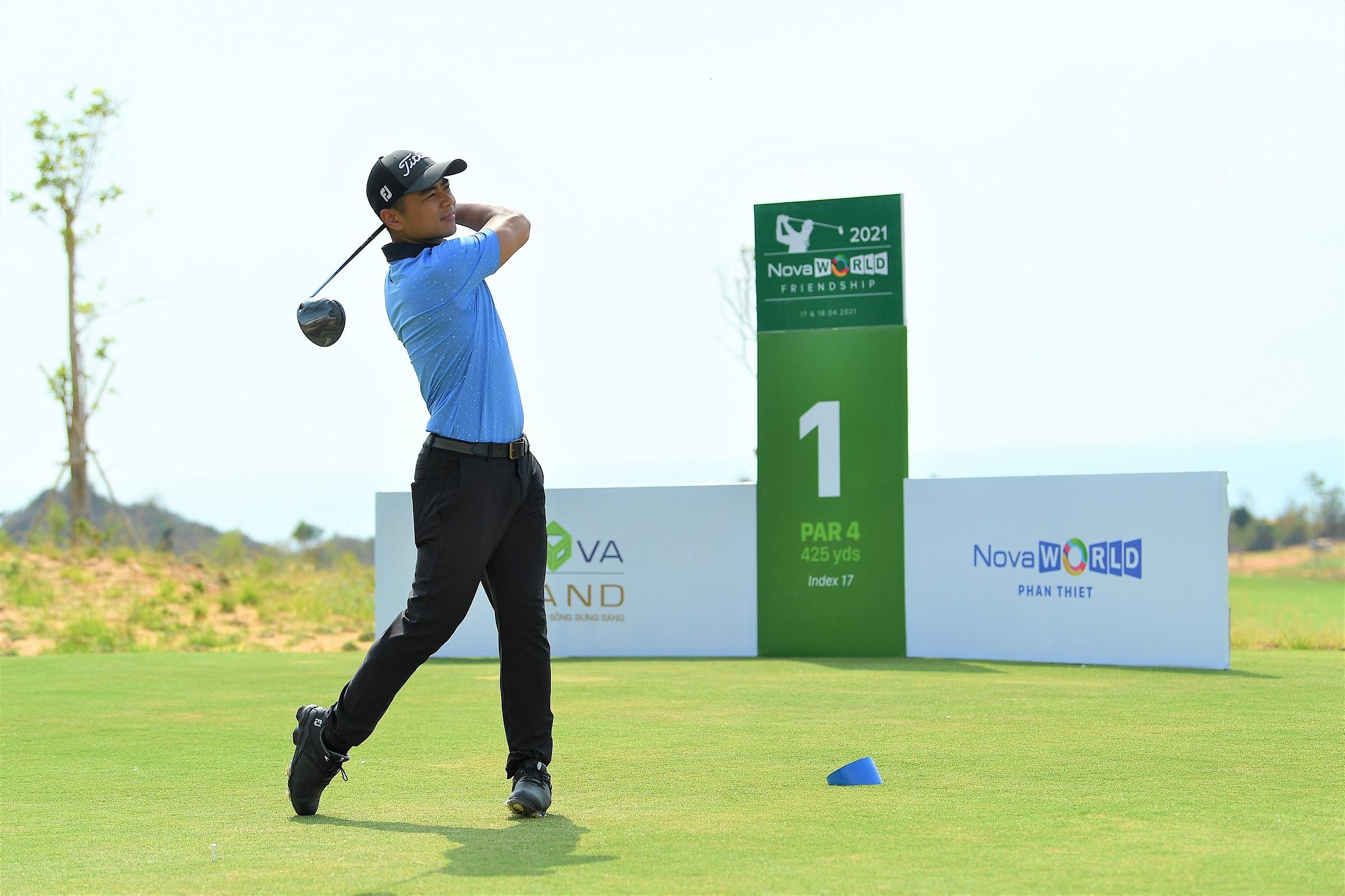 Huấn luyện viện golf Phạm Minh Đức, thành viên PGA của Hiệp hội Golf chuyên nghiệp Australia.