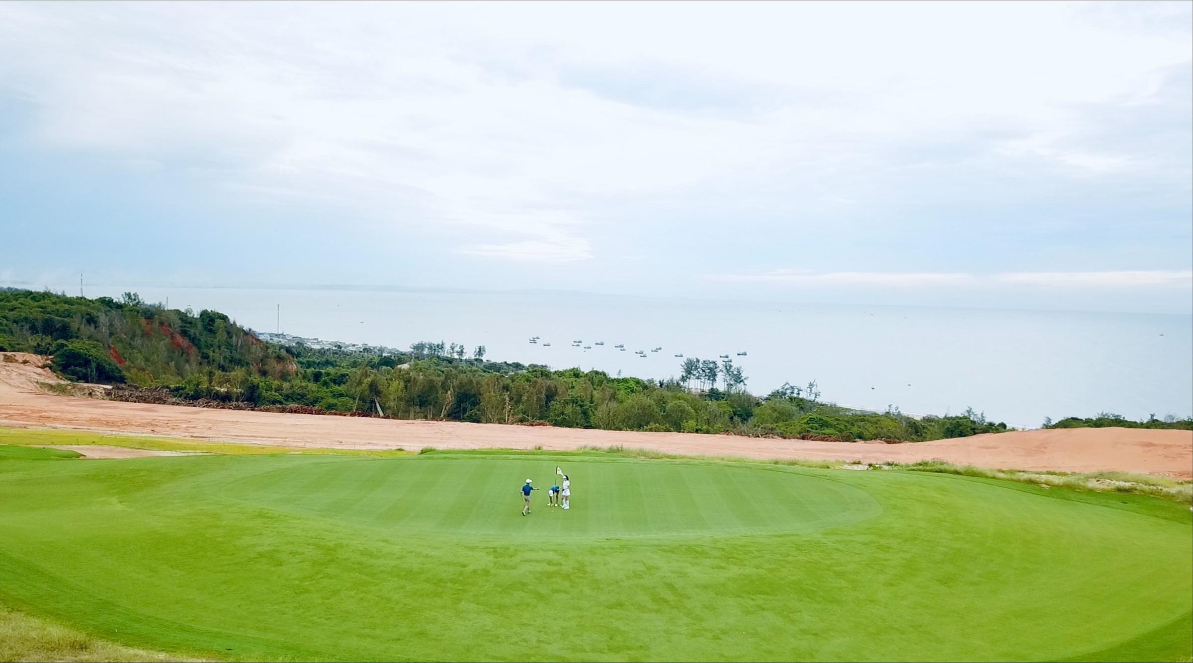 Sân Golf PGA Ocean 18 hố tại NovaWorld Phan Thiet đã vận hành từ tháng 4/2021 là một trong hai cụm sân PGA độc quyền tổ chức PGA Tour tại Việt Nam.