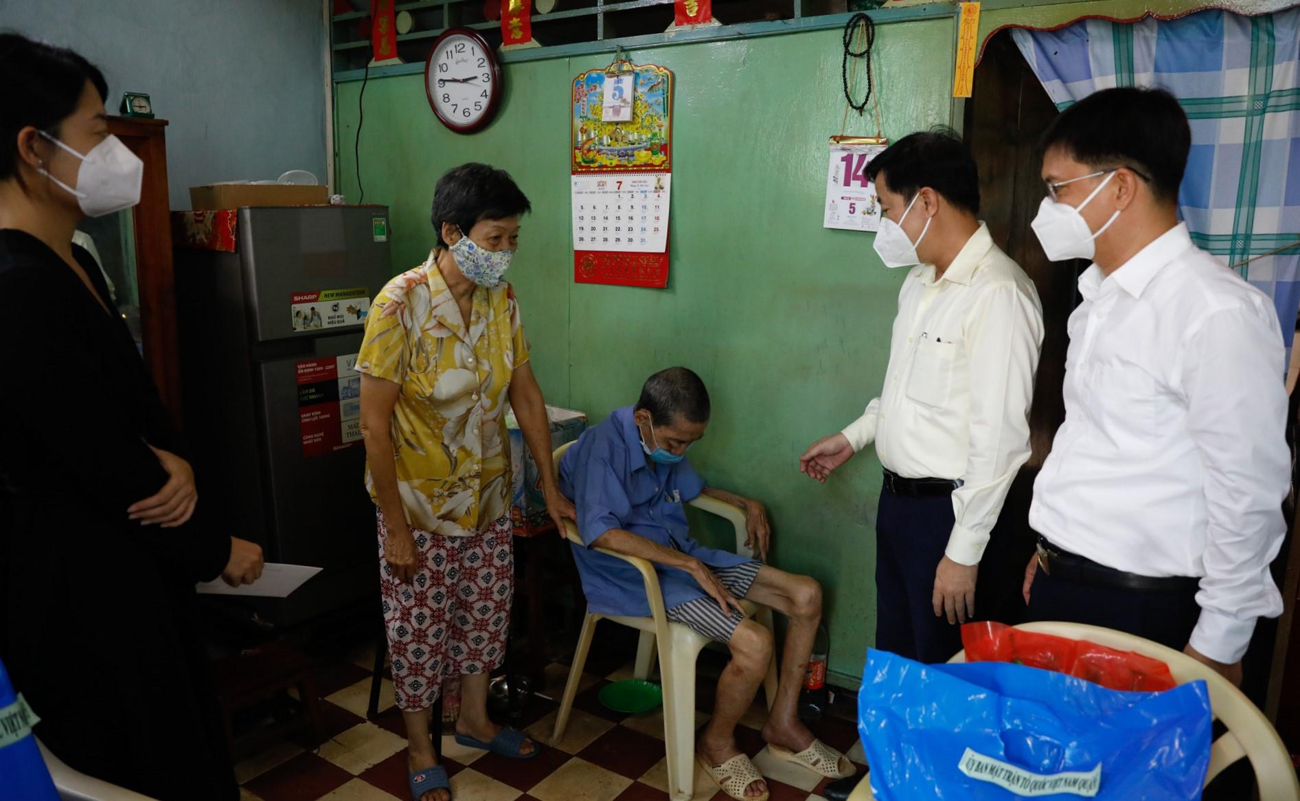 Masterise Homes đồng hành cùng Thành Đoàn TP HCM trong hoạt động hỗ trợ nhóm cộng đồng dễ bị tổn thương trong xã hội. Ảnh: Hữu Khoa.