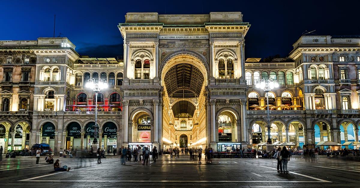 Trung tâm thương mại Galleria Vittorio Emanuelle ngay quảng trường Piazza del Doumo, Milan. Ảnh: Worldkings.org.