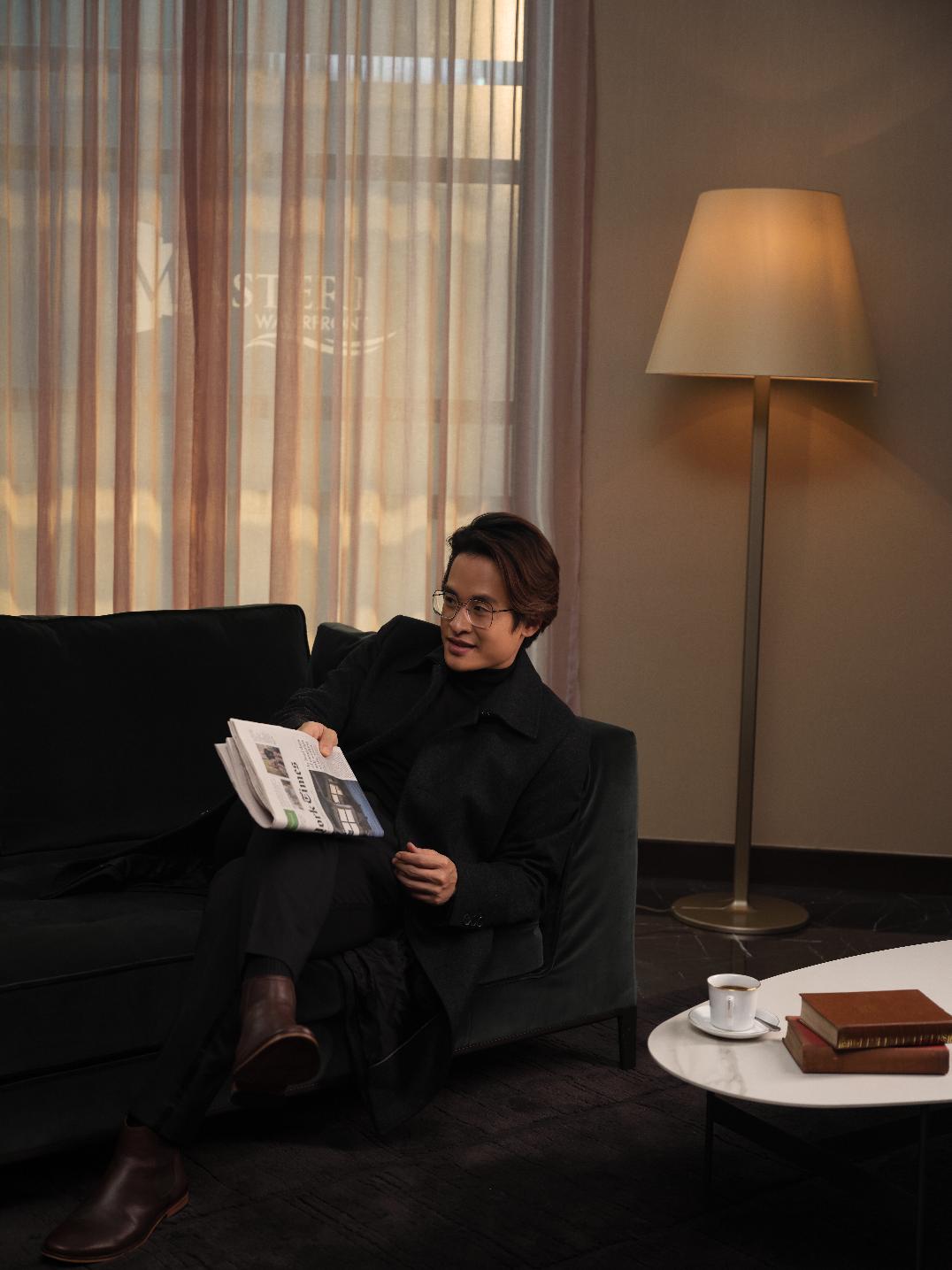 Hà Anh Tuấn tại không gian nhà mẫu của Masteri West Heights.