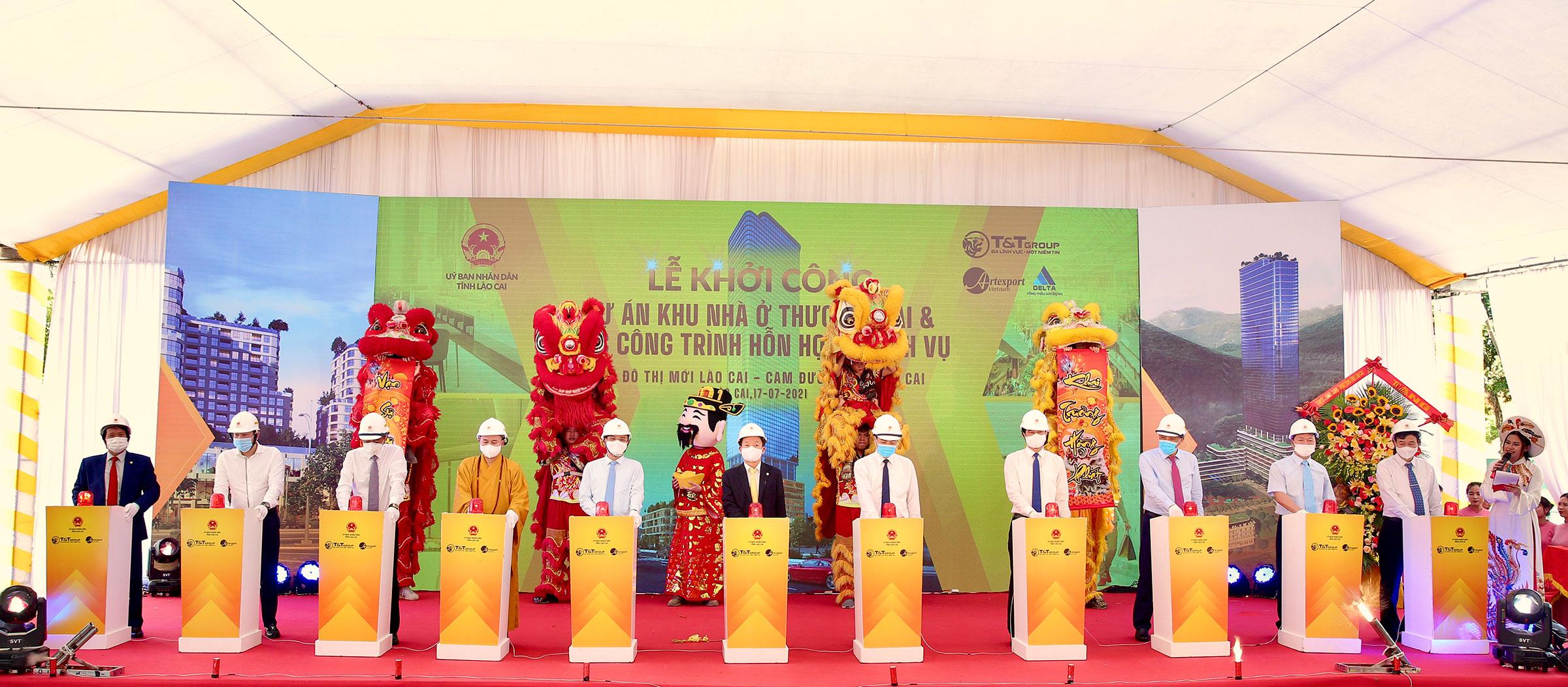 Các đại biểu bấm nút khởi công dự án xây dựng khu nhà ở thương mại và các công trình hỗn hợp – dịch vụ, khu đô thị mới Lào Cai - Cam Đường, TP Lào Cai.