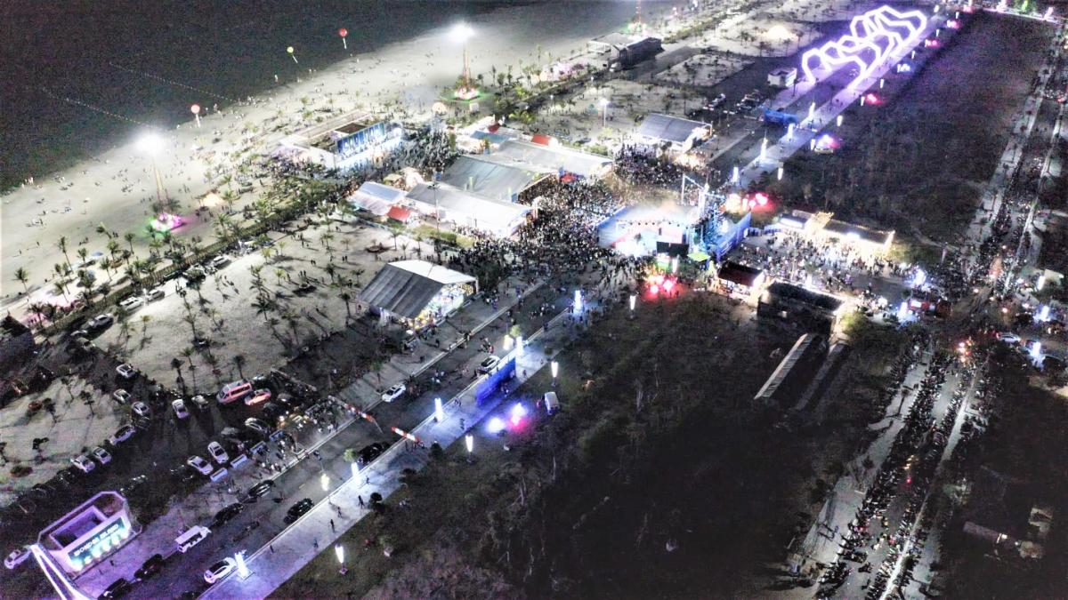 Toàn cảnh sự kiện Liên hoan Ẩm thực Huyện Vân Đồn thu hút hơn 5.000 người tham quan. Nguồn ảnh?