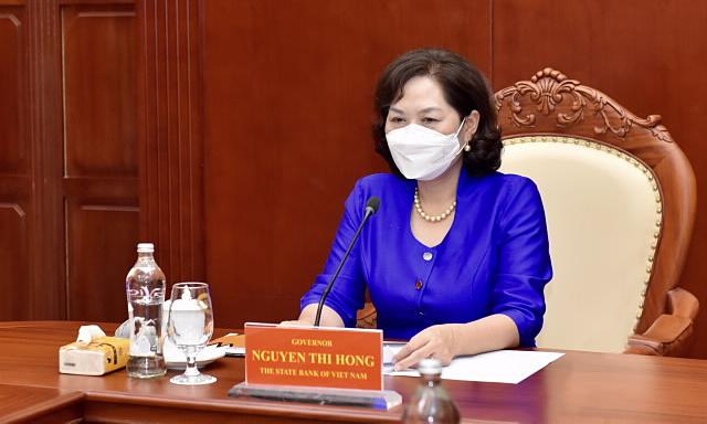 Thống đốc Ngân hàng Nhà nước tại buổi làm việc trực tuyến với Bộ trưởng Tài chính Mỹ ngày 19/7. Ảnh: SBV.