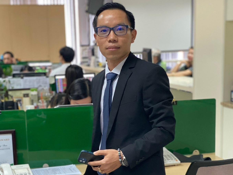 Ông Lê Anh Trí - Giám đốc Chi nhánh Quận 3 Công ty Chứng khoán Phú Hưng tư vấn cho các nhà đầu tư mới qua case study cụ thể tại eConference ngày 30/4 trên eBox.