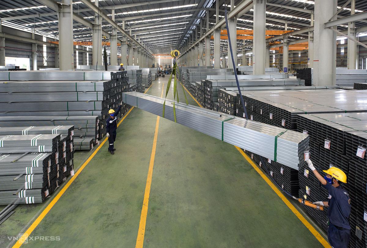 Sản xuất thép tại Tập đoàn Hoa Sen. Ảnh: Phương Đông.