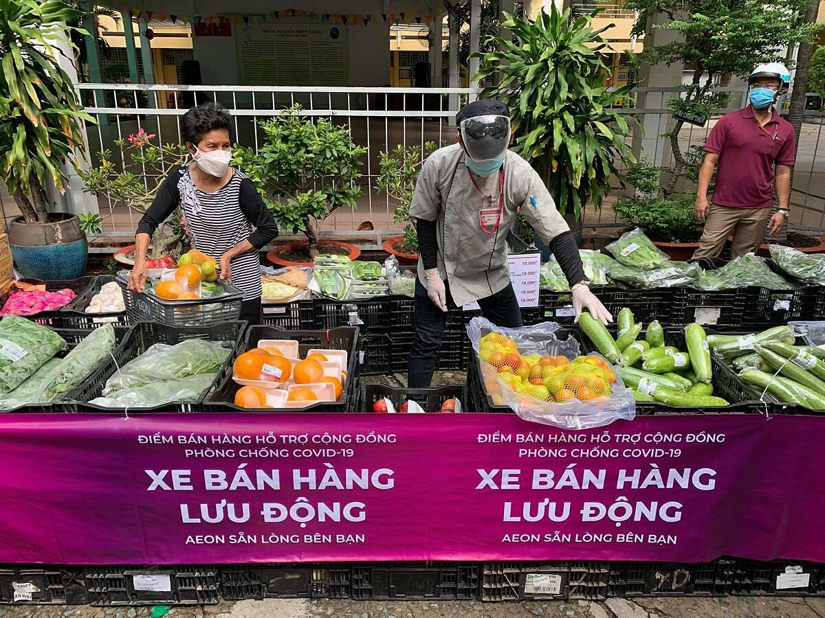 Điểm bán hàng lưu động gần chợ Bà Chiểu. Ảnh: Quỳnh Trần.