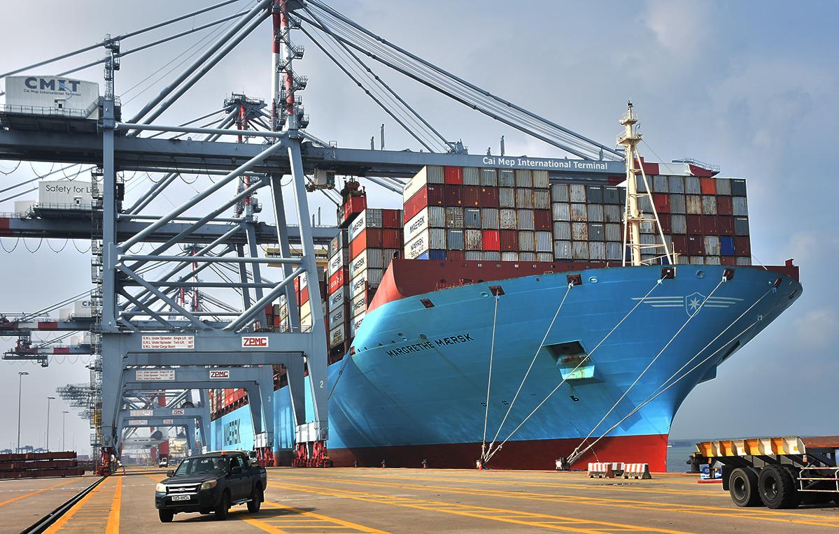 Một tàu container trọng tải hơn 214.000 tấn cập Cảng quốc tế Cái Mép hồi cuối tháng 10/2020. Ảnh: Trường Hà.