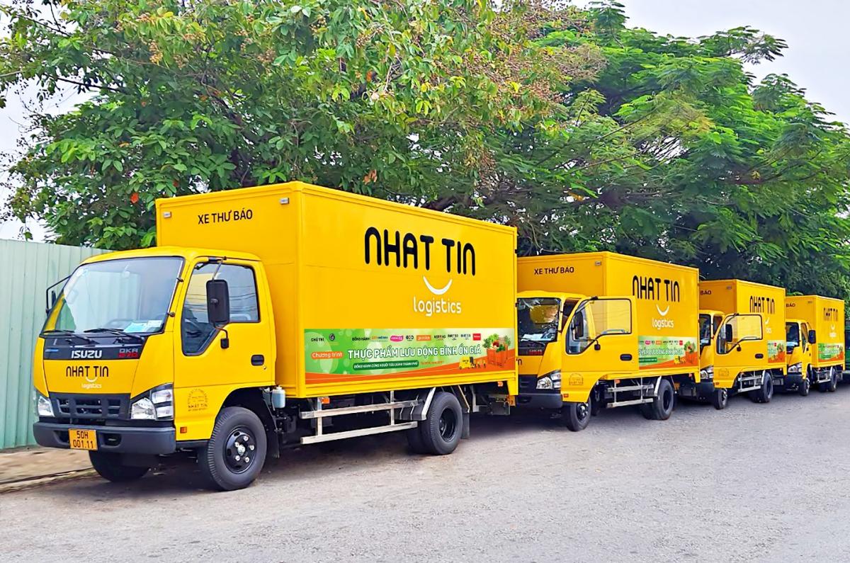 Hệ thống xe tải hiện đại của Nhất Tín Logistics luôn sẵn sàng vận chuyển và cung cấp rau củ quả tươi mới mỗi ngày.