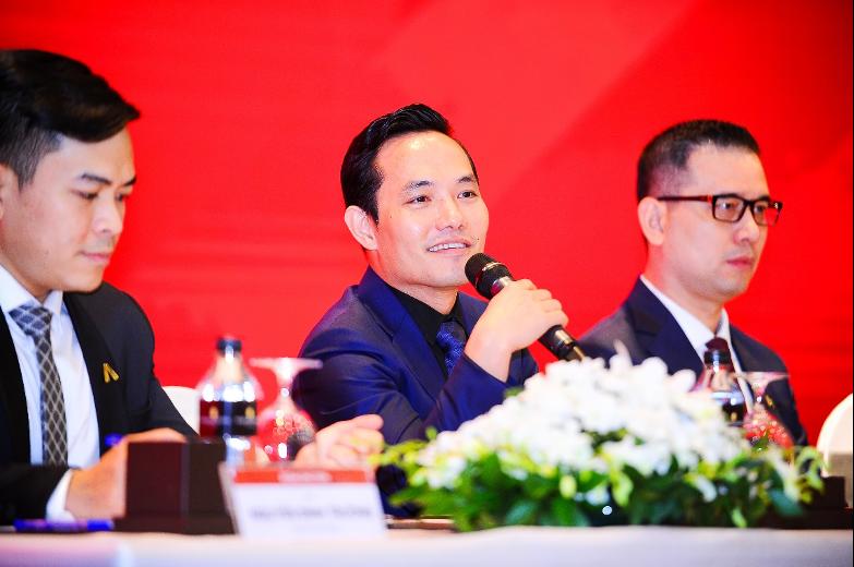 Ông Nguyễn Bá Sáng - Chủ tịch HĐQT Tập đoàn An Gia (giữa) phát biểu tại ĐHCĐ 2021.