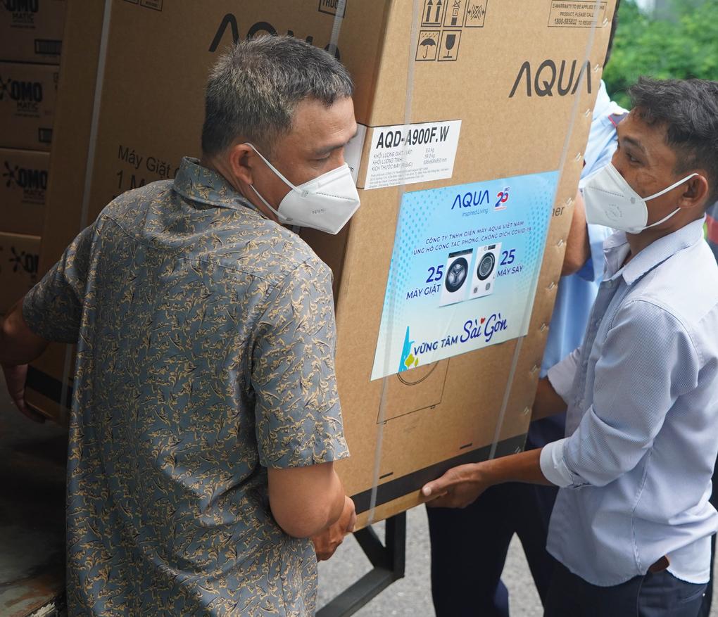 Bộ máy giặt sấy được bàn giao đến bệnh viện, khu cách ly sáng ngày 24/7.