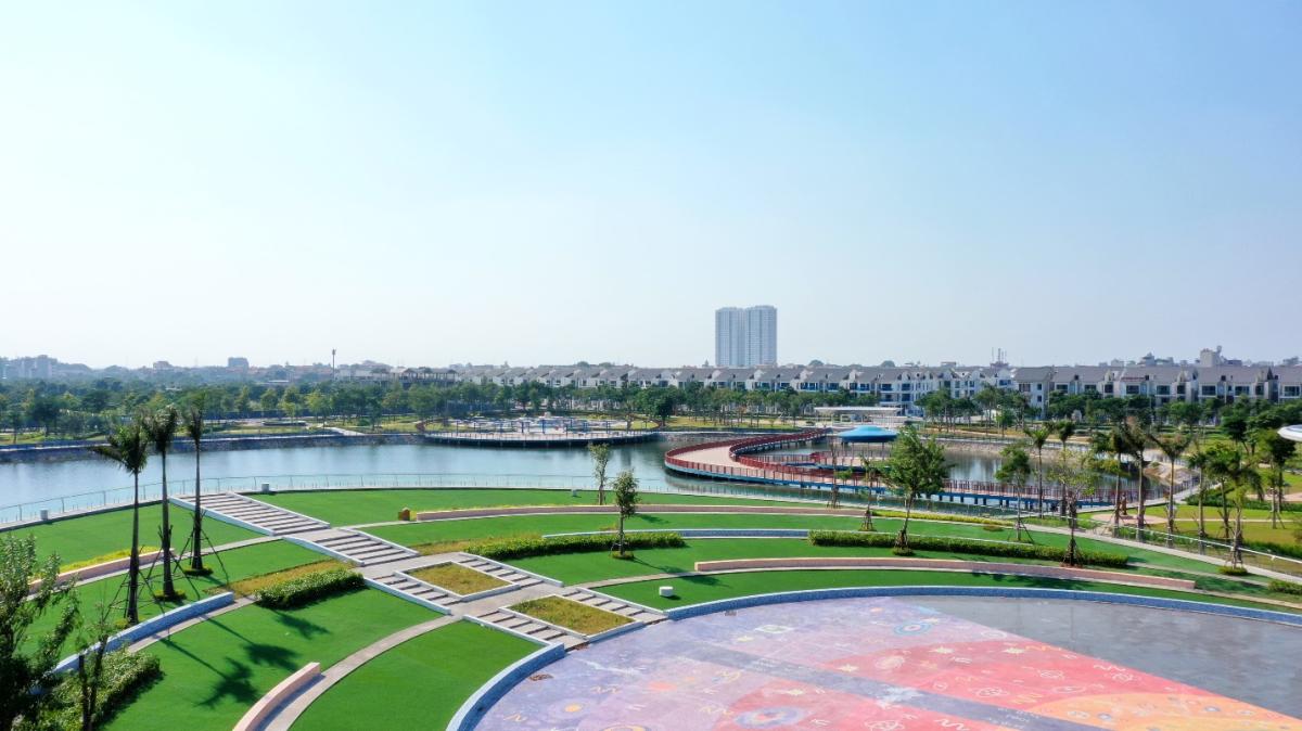 An Vượng Villa nằm ngay cạnh Công viên Thiên Văn học với tâm là Hồ Bách Hợp Thủy rộng 6ha.