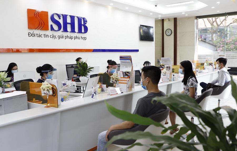 Nhằm duy trì hoạt động kinh doanh liên tục phục vụ nhu cầu thiết yếu của người dân, SHB tuân thủ nghiêm ngặt quy định phòng, chống Covid-19 tại đơn vị kinh doanh.