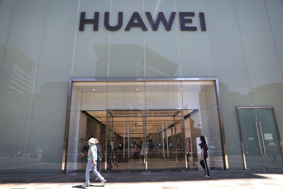 Một cửa hàng của Huawei ở Bắc Kinh, Trung Quốc hôm 3/6. Ảnh: Reuters.