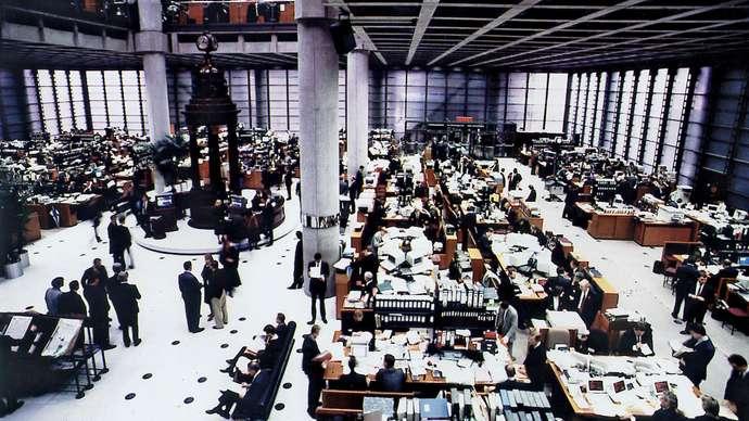 Công ty bảo hiểm Lloyd's tại London, Anh. Ảnh: Britannica.