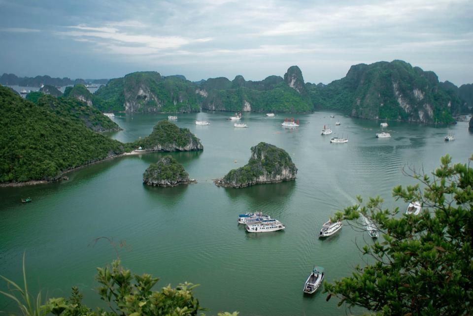Vịnh Hạ Long nhìn từ trên cao. Ảnh: Thanh Sơn - Hoàng Cọp